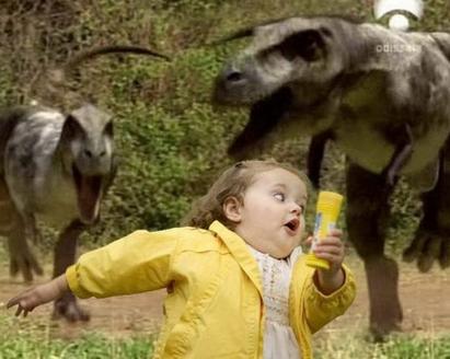 nina_montaje_dinosaurios